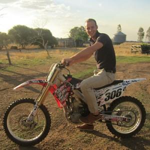 Work and Travel Teilnehmer Bernd auf einem Farm-Cross-Bike