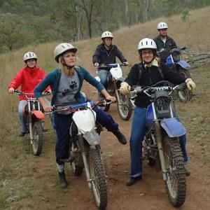 Farmarbeit Programm Teilnehmer beim Motorrad Training