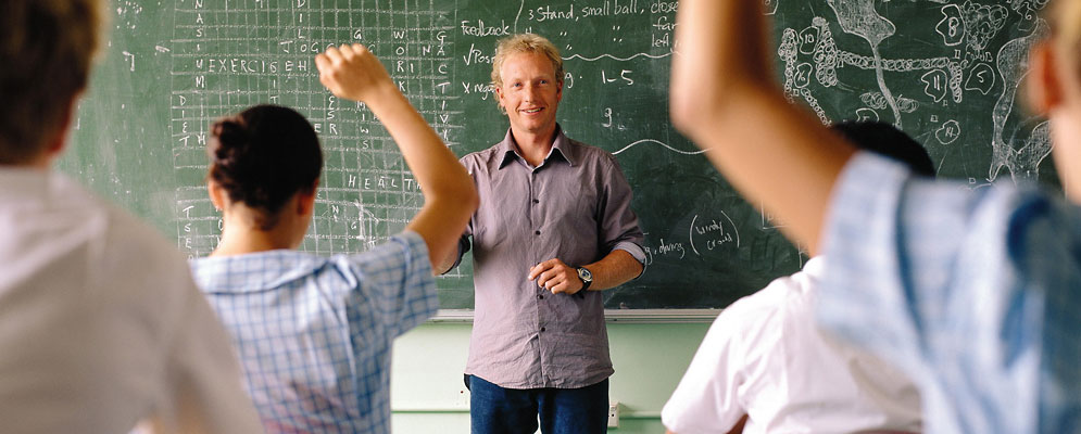 High School Lehrer an der Tafel