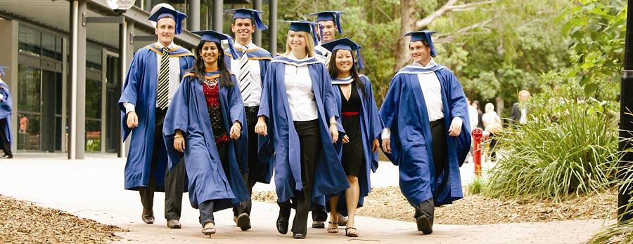 Studenten nach bestandener Prüfung