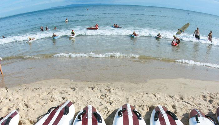 Surfer am Strand von Noosa